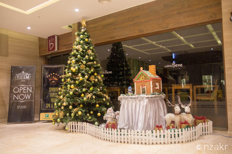 エントランスのクリスマスツリー