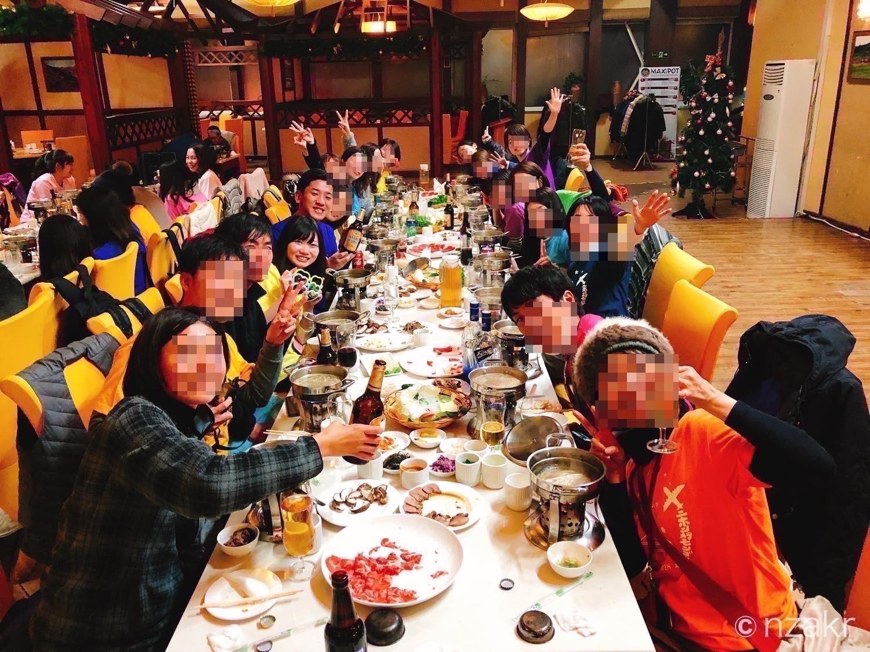 モンゴルの夕食時に集合写真