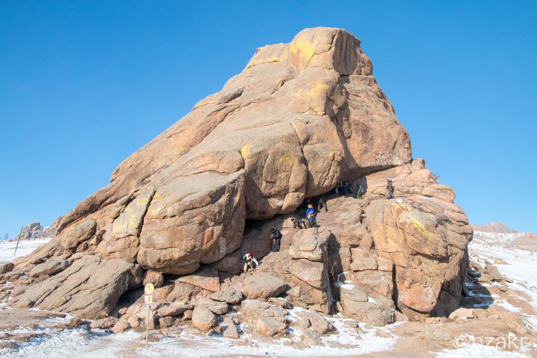 モンゴルで有名な岩山