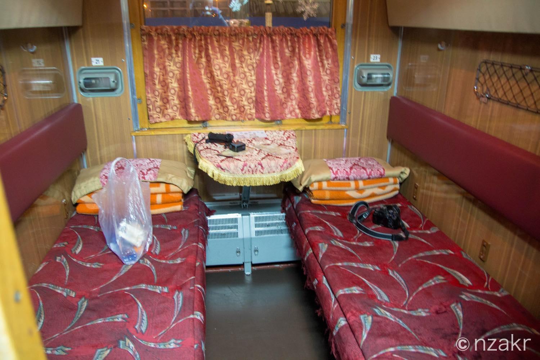 寝台車の寝室
