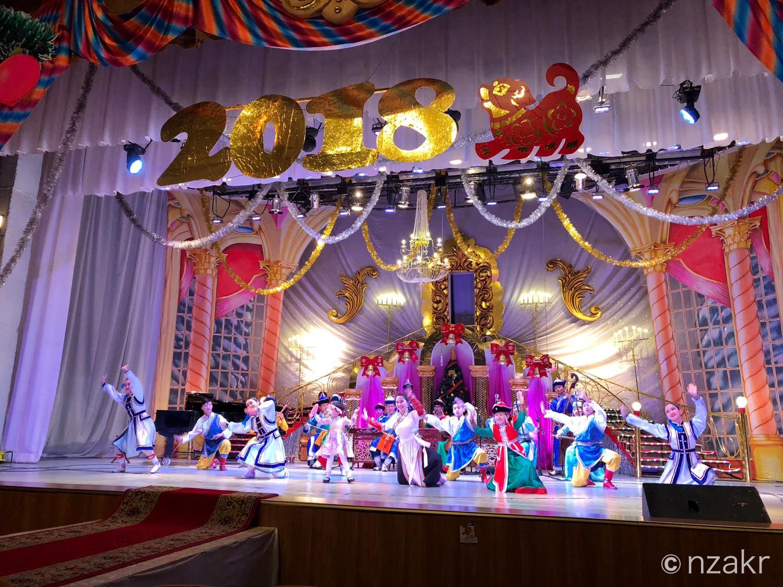 民族舞踊や日本の歌も鑑賞