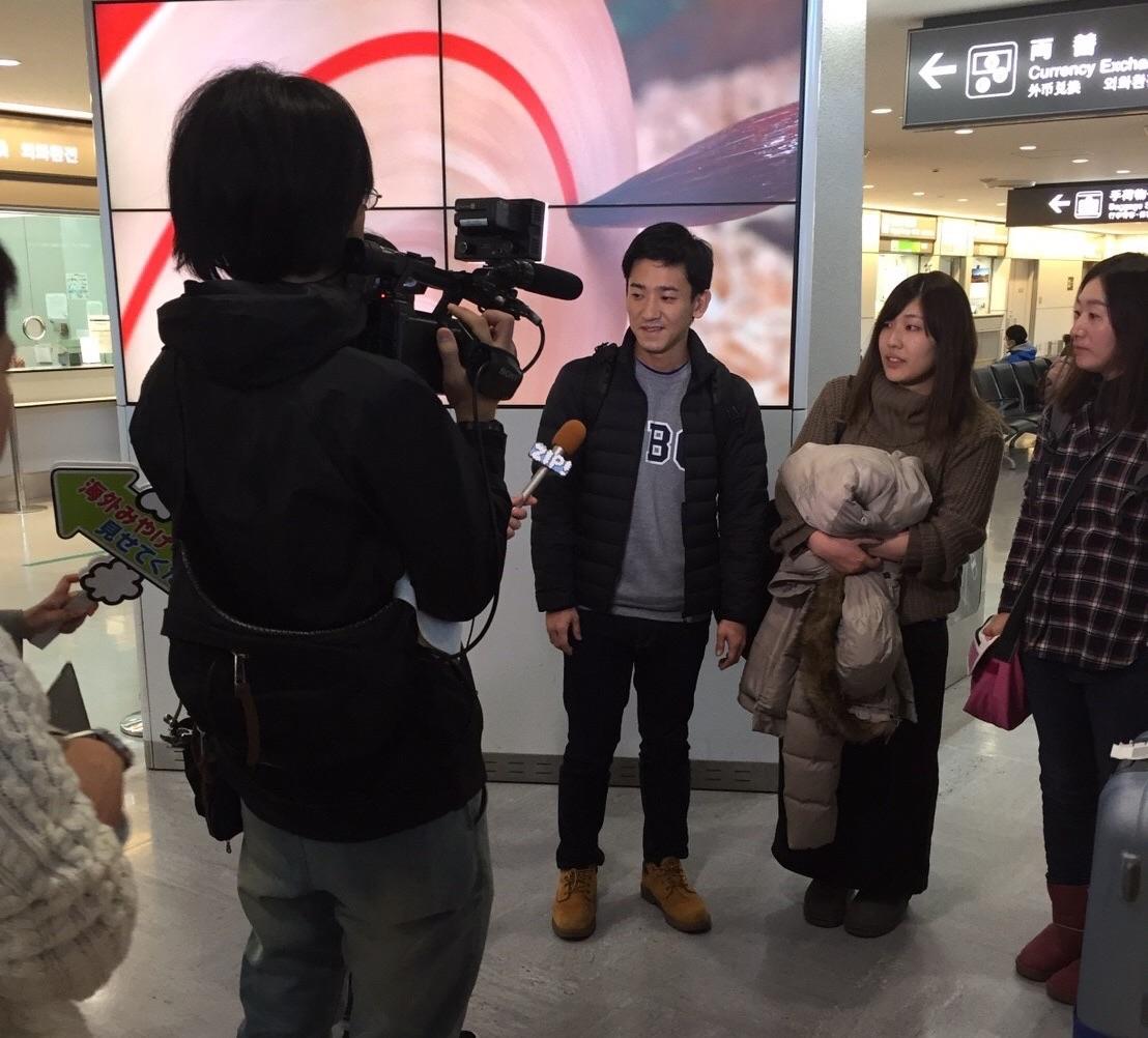 成田空港でZIP!の取材を受ける