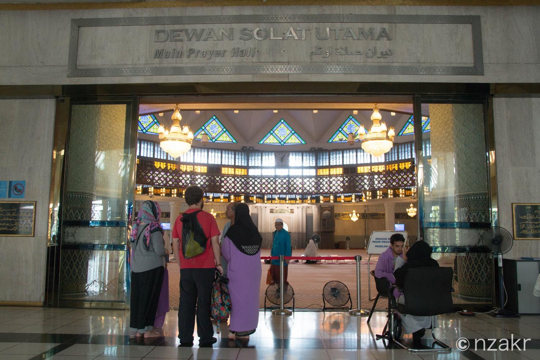 モスク内の礼拝エリア