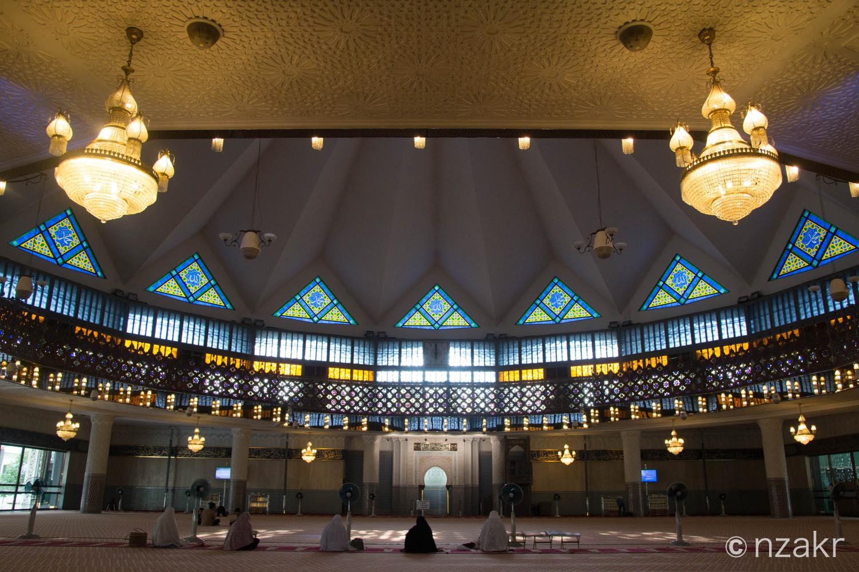 モスク内の礼拝エリア全体