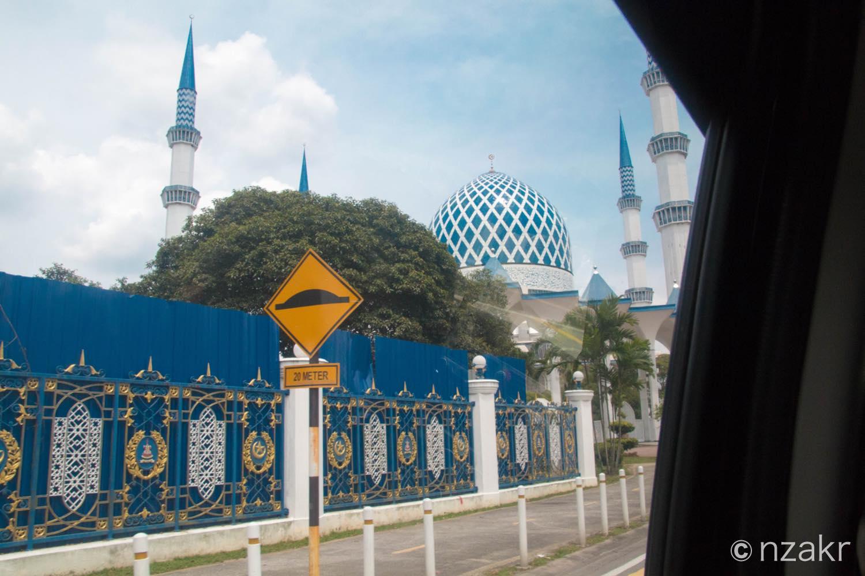 タクシーから見たブルーモスク