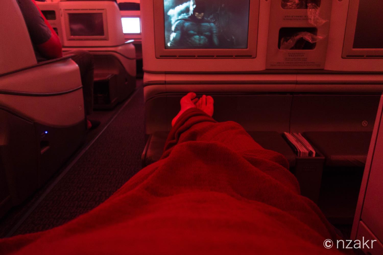 フラットシートで寝ながら映画鑑賞