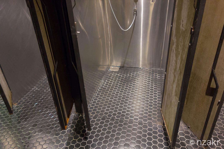 シャワーの足元