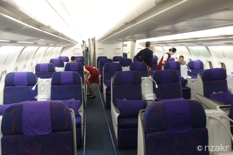 ビジネスクラスのシート配列 2列 × 3の6列シート