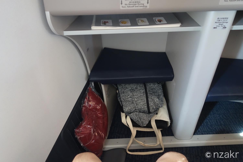 座席の足元