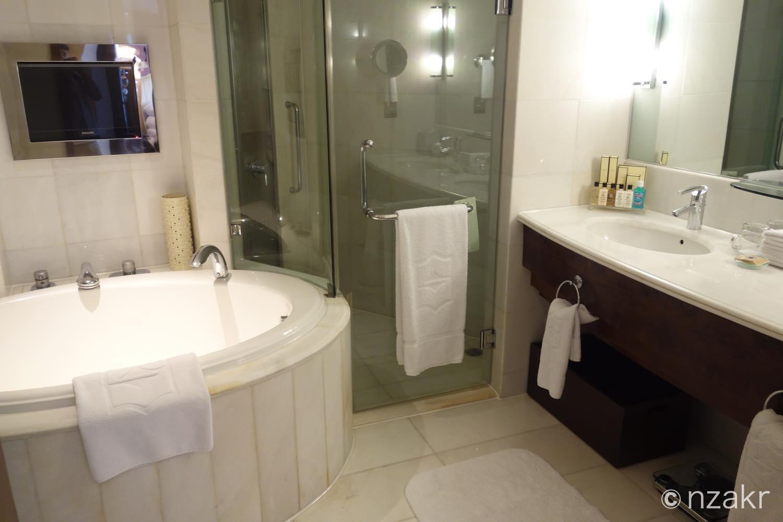 シャワーや洗面台、トイレ