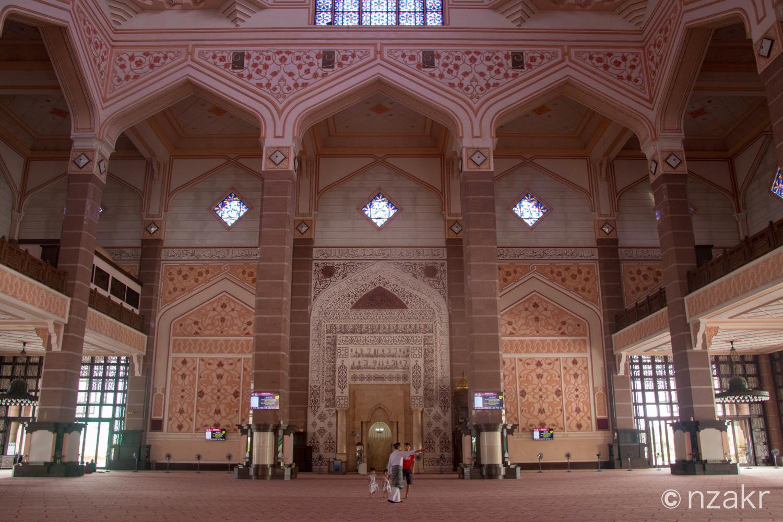ピンクモスクの内部