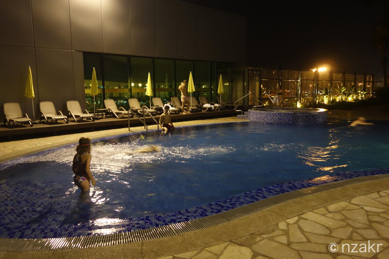 チャンギ国際空港内にはプールがある