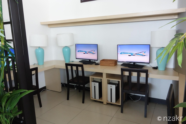 ビジネス用のパソコン席