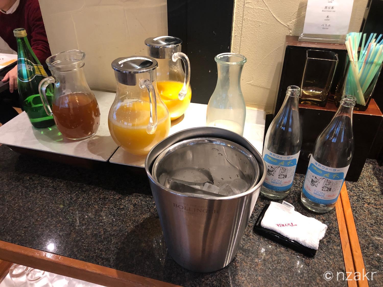 オレンジジュースや炭酸水などのソフトドリンク
