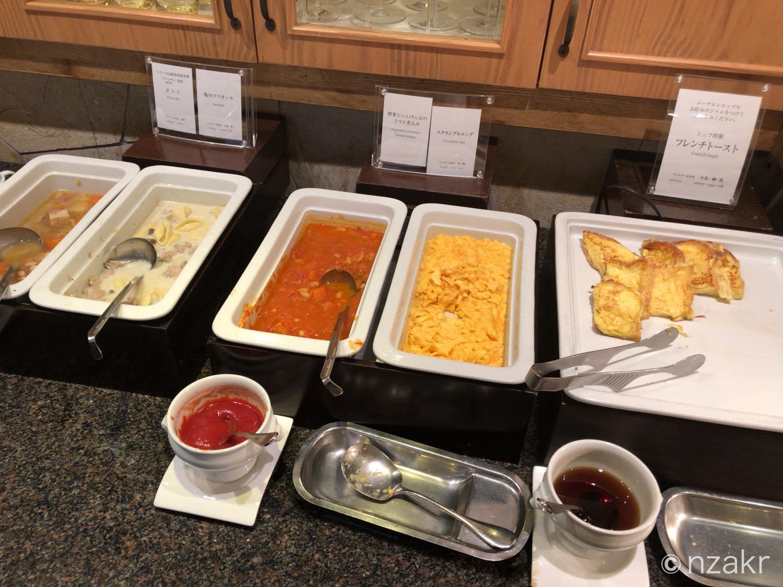 フレンチトースト、スクランブルエッグ、トマト煮込み、フリカッセ、ポトフ