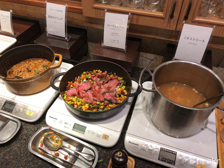 ミネストローネ、ローストビーフ、豚肉のアショア