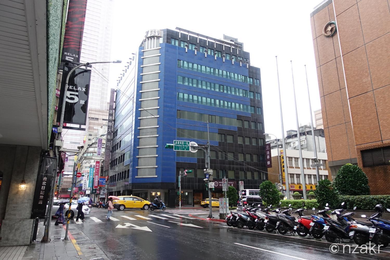 雨が降る台北市内