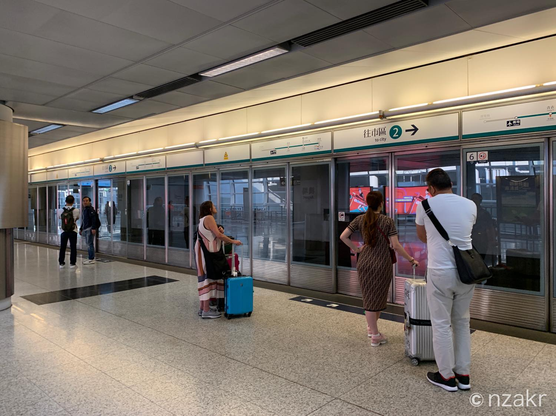 香港国際空港のエアポートエクスプレス乗り場
